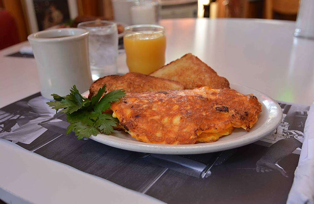 omelet-and-toast